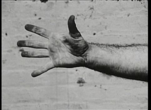 Richard Serra, Hand Catching Lead, Filmstill, 1968